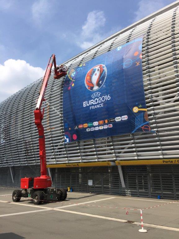 UEFA bâche PLUS HAUT Lille