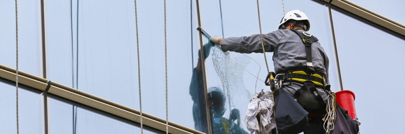Nettoyage-Nettoyage-de-vitrerie-inaccessible-4